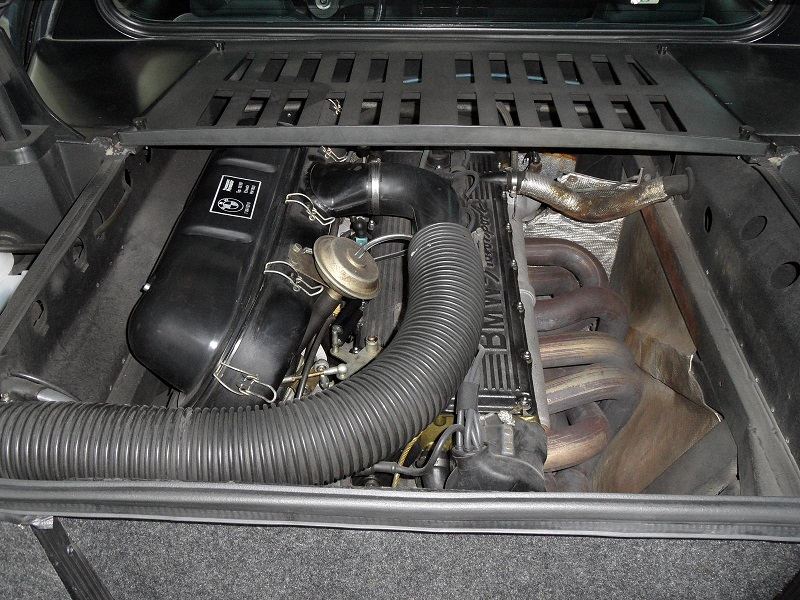BMW M1 engine